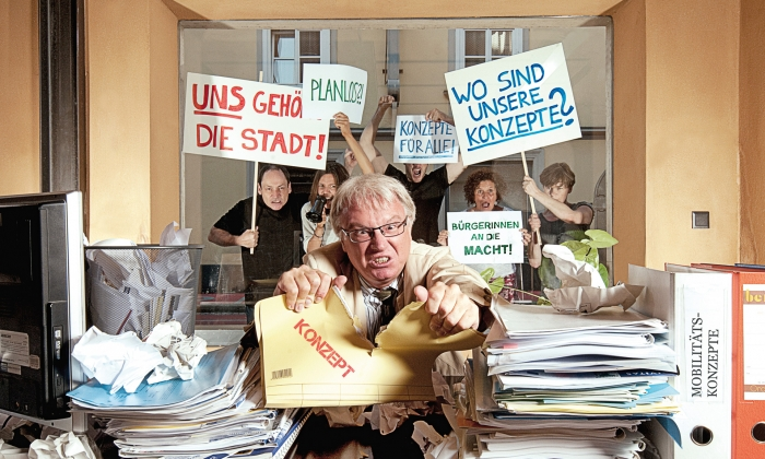 "Fotografie ""Mythos: Unsere Verkehrsanliegen landen in dem Mistkübel"""